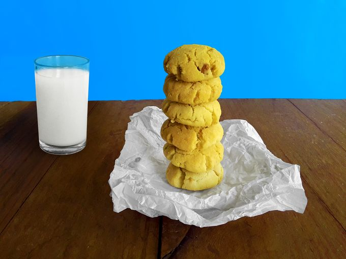 Delicious, crisp and crumbly, melt-in-your-mouth, sweet, vegan cashew cookies.