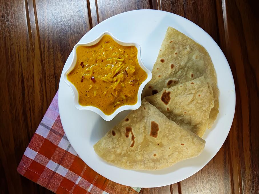 Alambya / Alambe Ambat with Chappati / Chapati / Chapatti / Chapathi / Chappathi