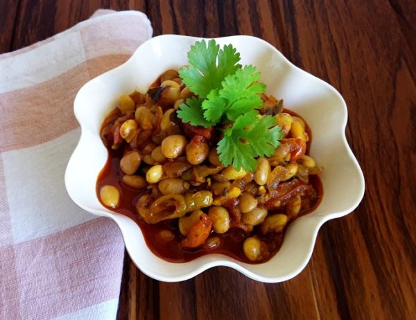 Avara Songe - A hot and savory, delicious, traditional Konkani lablab beans stir-fry.